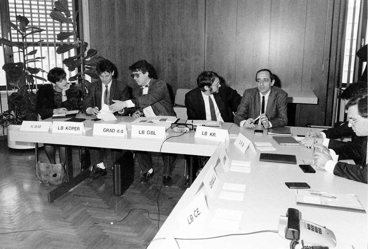 Ljubljanska borza je bila ustanovljena 26. decembra 1989, čez tri mesece je sledil prvi borzni sestanek, na katerem je sodelovalo 14 borznih posrednikov, ki so trgovali z 11 vrednostnimi papirji, od tega z le eno delnico. Foto: Ljubljanska borza
