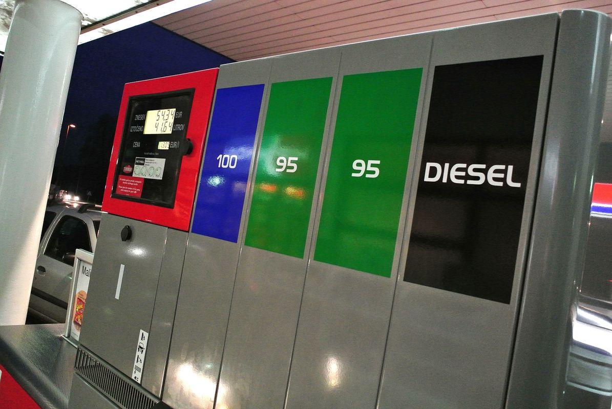 Cene pogonskih goriv bodo praktično ostale nespremenjene. Foto: BoBo