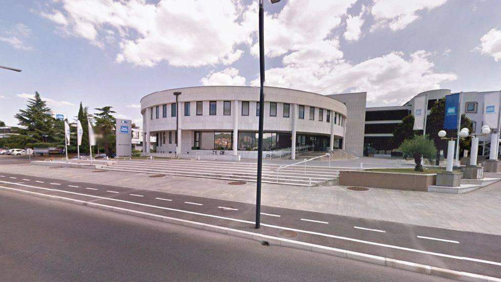 Adriatic Slovenica je ponujal premoženjska, nezgodna, zdravstvena, življenjska in pokojninska zavarovanja, imel je 1,7 milijona zavarovalnih polic in 500.000 strank, s skoraj 14-odstotnim tržnim deležem pa je bil tretja največja zavarovalnica na slovenskem trgu. Foto: Radio Koper