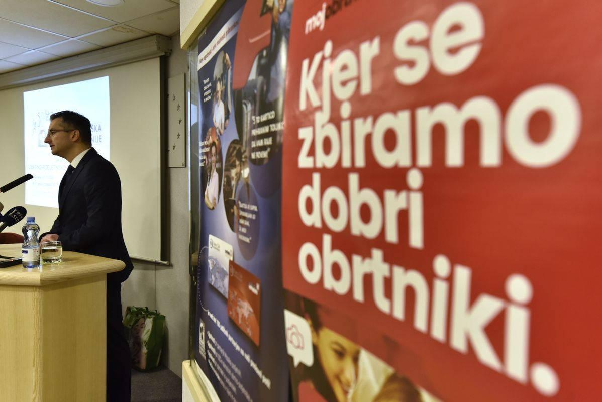 Premier Šarec je zbranim zagotovil, da vlada njihove težave zelo dobro pozna. Foto: BoBo