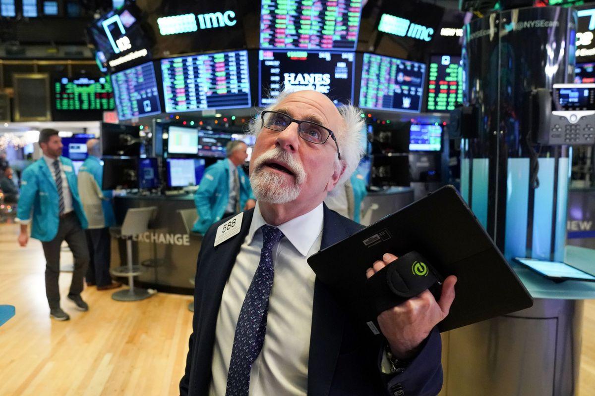 Lani je newyorški indeks S&P 500 poskočil kar za 30 odstotkov in redkokdo verjame, da letos lahko ponovi tako visoko rast. Včeraj je S&P 500 (3.237 točk) izgubil četrtino odstotka, elitni Dow Jones (28.583 točk) pa 0,42 odstotka. Foto: Reuters