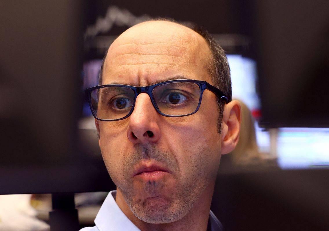 Dan po najhujšem padcu v več kot desetletju se je v torek newyorški delniški barometer Dow Jones povzpel kar za 1167 točk oziroma za 4,9 odstotka, s čimer je nadomestil polovico tistega, kar je izgubil v ponedeljek. Tečaj delnic banke JP Morgan se je zvišal za osem odstotkov, vrednost delnic McDonald'sa in Appla pa je porasla za šest odstotkov. Foto: Reuters