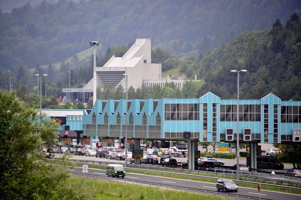 Obstoječi avtocestni predor Karavanke je bil sicer zgrajen in odprt za promet na začetku junija 1991. Foto: BoBo