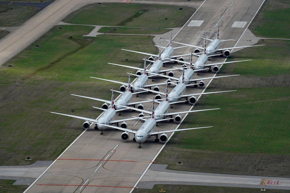 Prizori na številnih letališčih po svetu. Takole