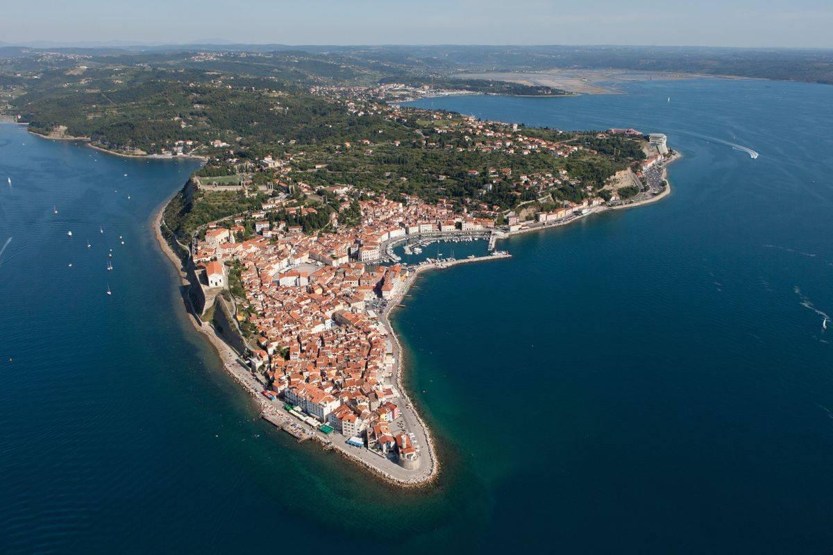 Največ turistov v Slovenijo prihaja iz Italije, je navedel minister. Foto: BoBo/Jaka Jerasa