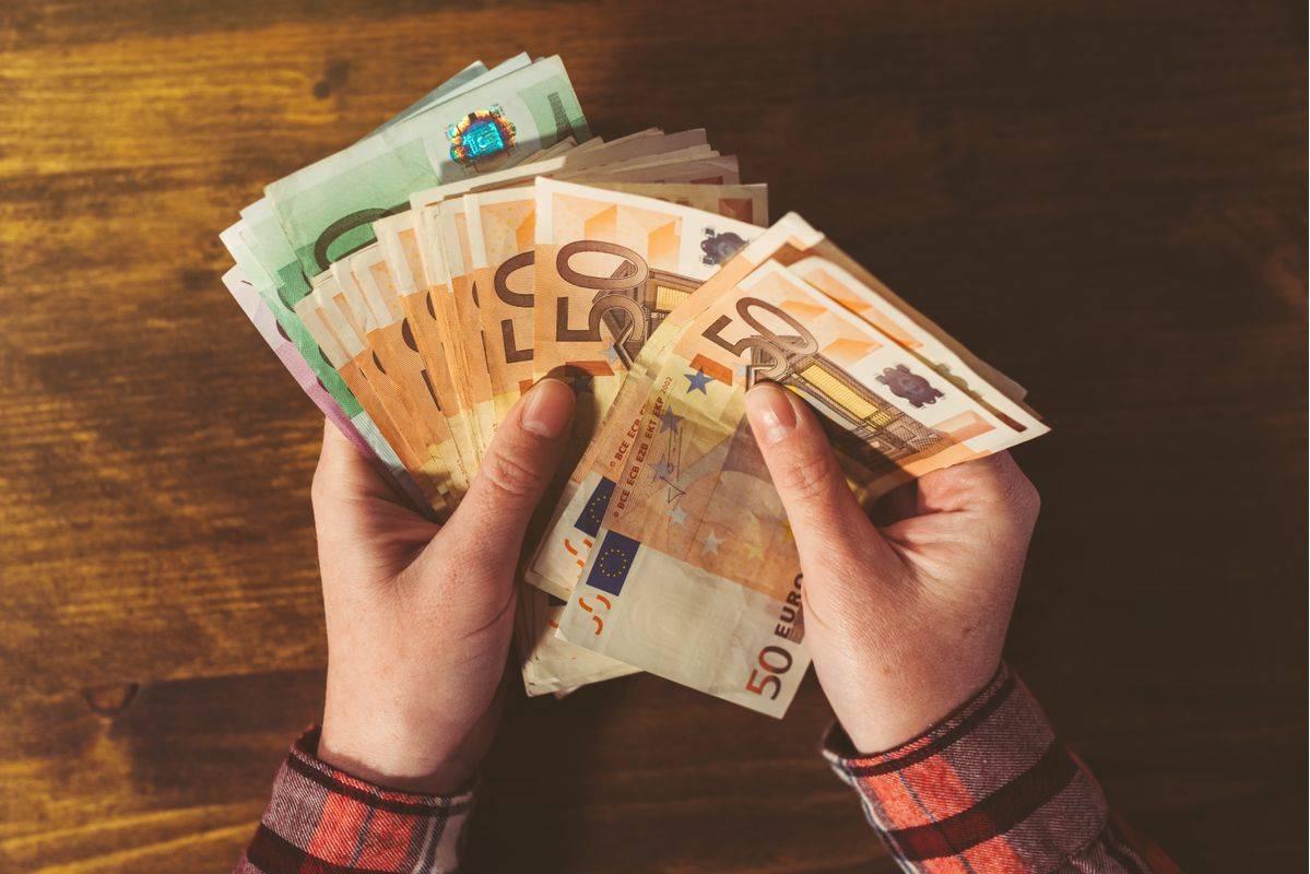 Država bo s poroštvi gospodarstvu zagotovila dodatno likvidnost. Foto: Shutterstock