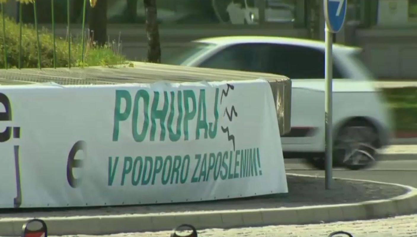 K hupanju v krožišču so voznike pozvali sindikati. Foto: MMC RTV SLO
