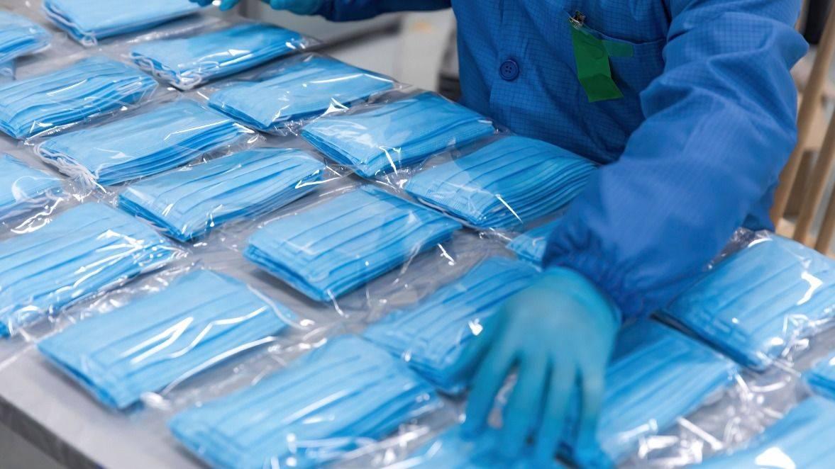 Da bi bilo treba za opremo v večji meri poskrbeti doma, je opozorilo tudi Združenje proizvajalcev in distributerjev medicinskih pripomočkov. Foto: Shutterstock
