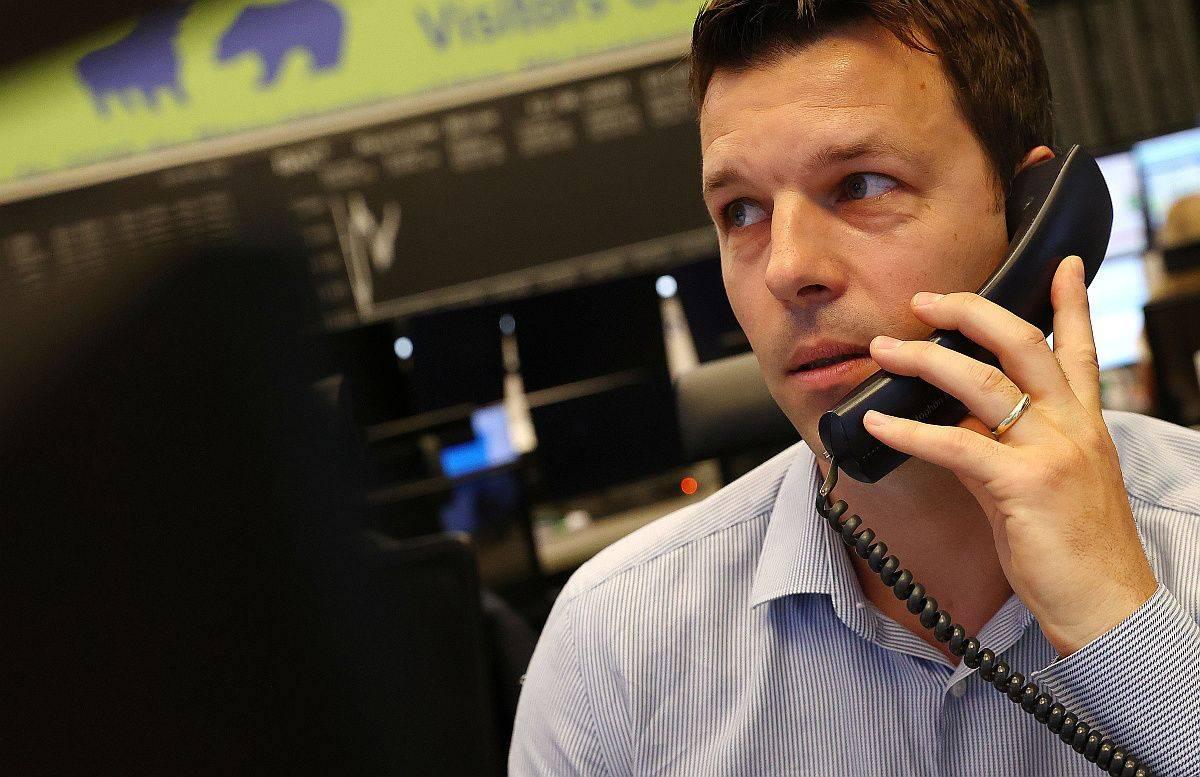 Newyorški Dow Jones (26.155 točk) se je včeraj zvišal za pol odstotka, nekoliko občutneje pa je pridobival Nasdaq, ki je dan končal pri 10.131 točkah. Frankfurtski DAX30 (12.523 točk) se je povzpel za dva odstotka. Foto: EPA