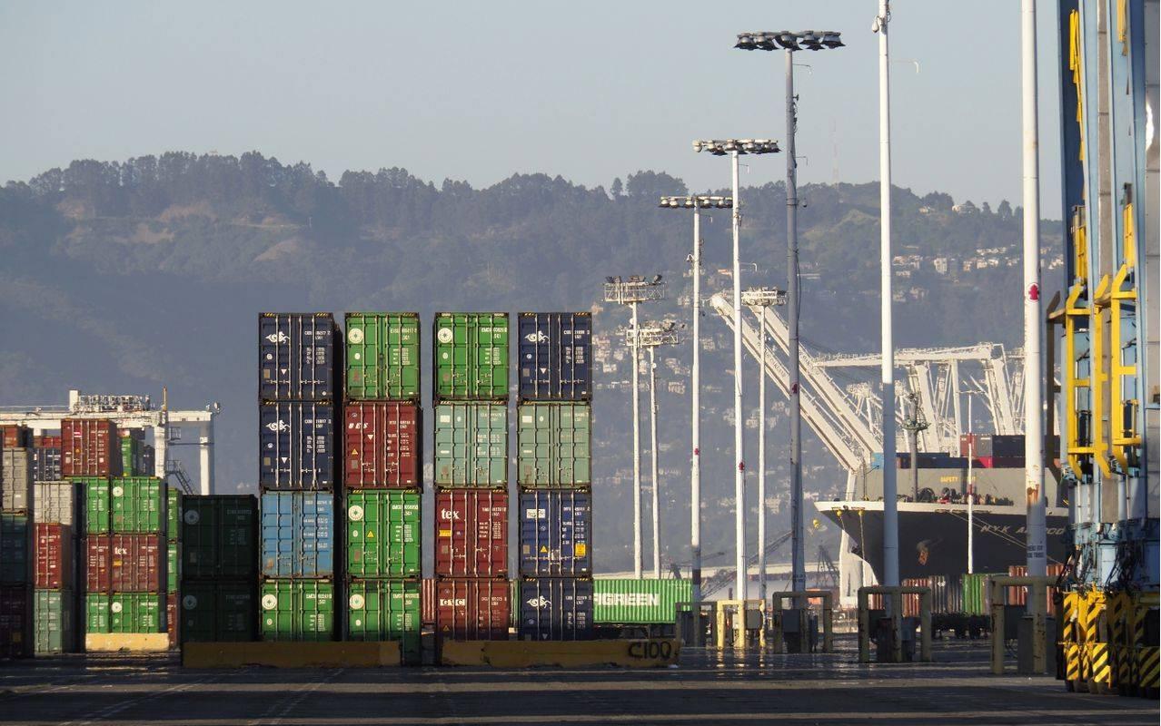 Zaradi epidemije je blagovna menjava upadla na svetovni ravni. Foto: EPA