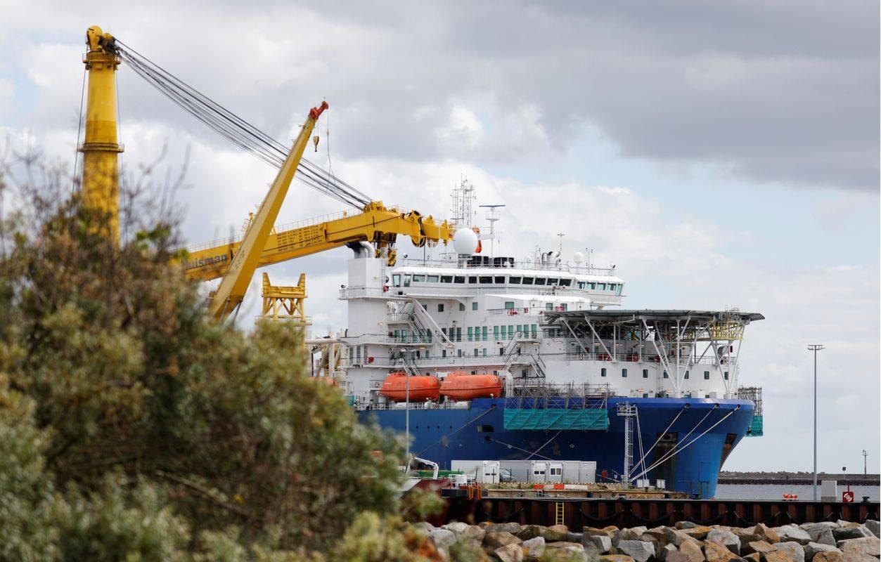 Rusko plovilo za polaganje cevi plinovoda v nemškem pristanišču Mukran. ZDA so v preteklosti že uvedle sankcije proti plovilom in njihovim upravljavcem. Foto: Reuters