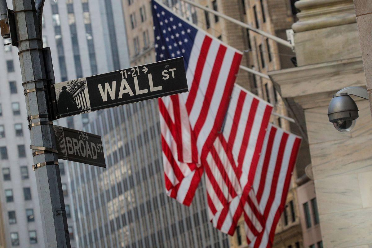 Na razvitih borzah je bil zadnji teden pozitiven, Dow Jones je pridobil odstotek, Nasdaq pa postavil nov rekord. Kmalu se bo začela sezona objav poslovnih rezultatov drugega četrtletja. Dobički podjetij, vključenih v indeks S & P 500, naj bi po pričakovanjih nazadovali kar za 44 odstotkov. Gre za največji padec po zadnjem četrtletju 2008, ko so se dobički stopili za 67 odstotkov. Foto: Reuters