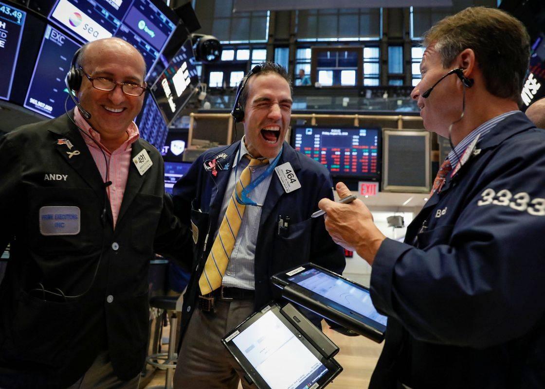 Newyorški delniški indeks Dow Jones je včeraj presegel 27 tisoč točk, do rekorda (29.557 točk) ni več daleč. Foto: Reuters