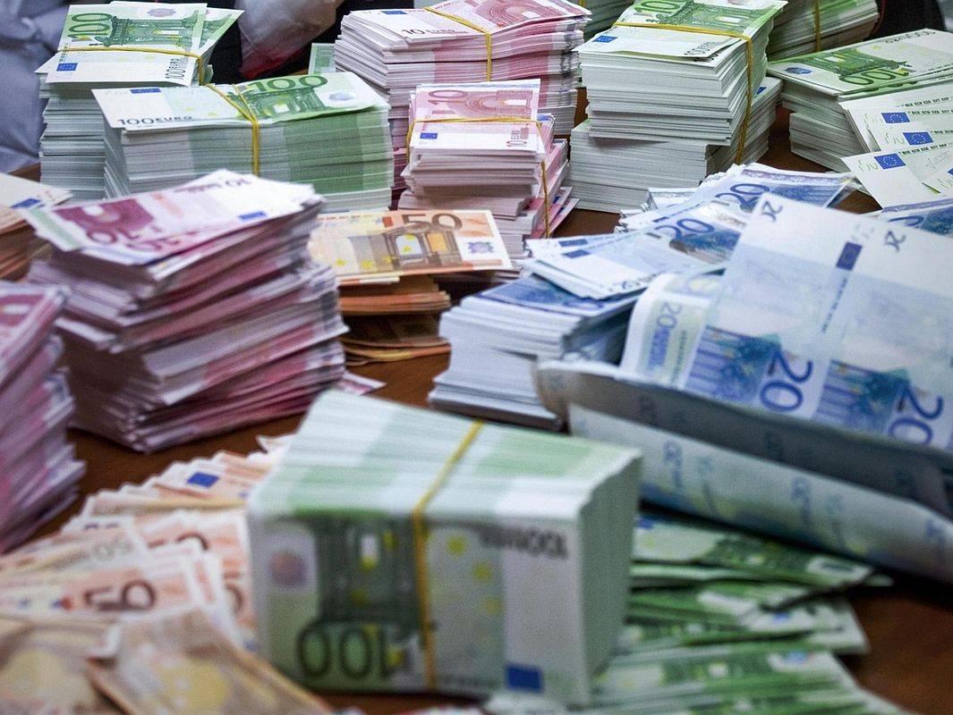 Denar, bankovci, evri Foto: EPA