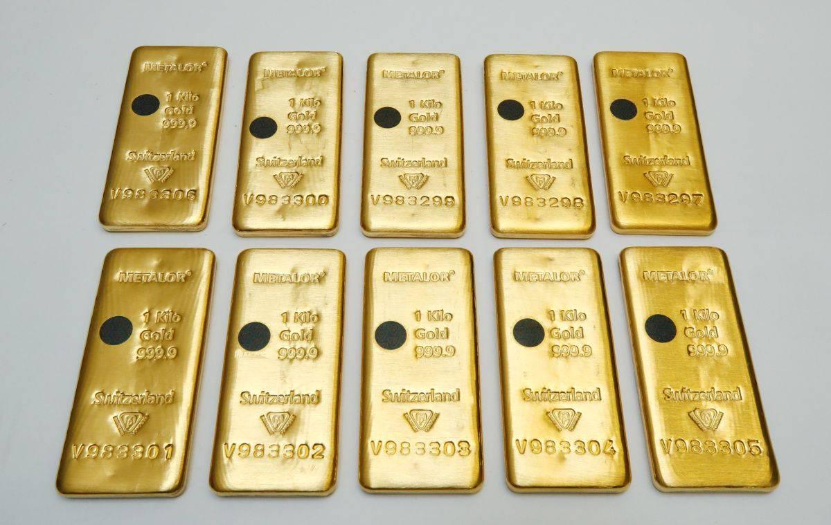 Zlato je konec tedna preseglo 1900 dolarjev, od začetka leta se je tako podražilo za 25 odstotkov. Še močneje je zadnji teden pridobivalo srebro, ki je pomembno predvsem v avtomobilski industriji. Cena se je povzpela nad 23 dolarjev za unčo. Foto: Reuters