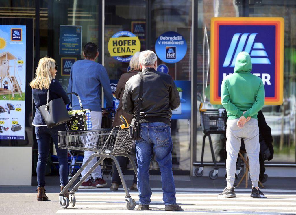 V testno fazo novega zaposlitvenega modela bo vključena četrtina zaposlenih v Hoferjevi trgovini in logistiki. Foto: BoBo