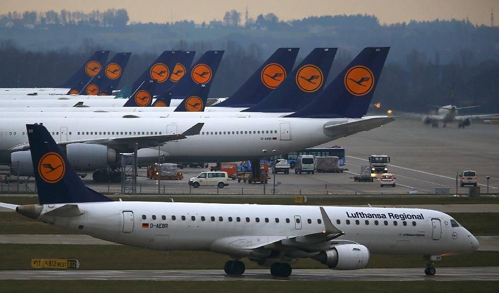 O rezih v plače pilotov se bodo pogajali pozneje. Foto: Reuters