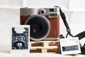 Kamera Instax darilo za naše najbližje