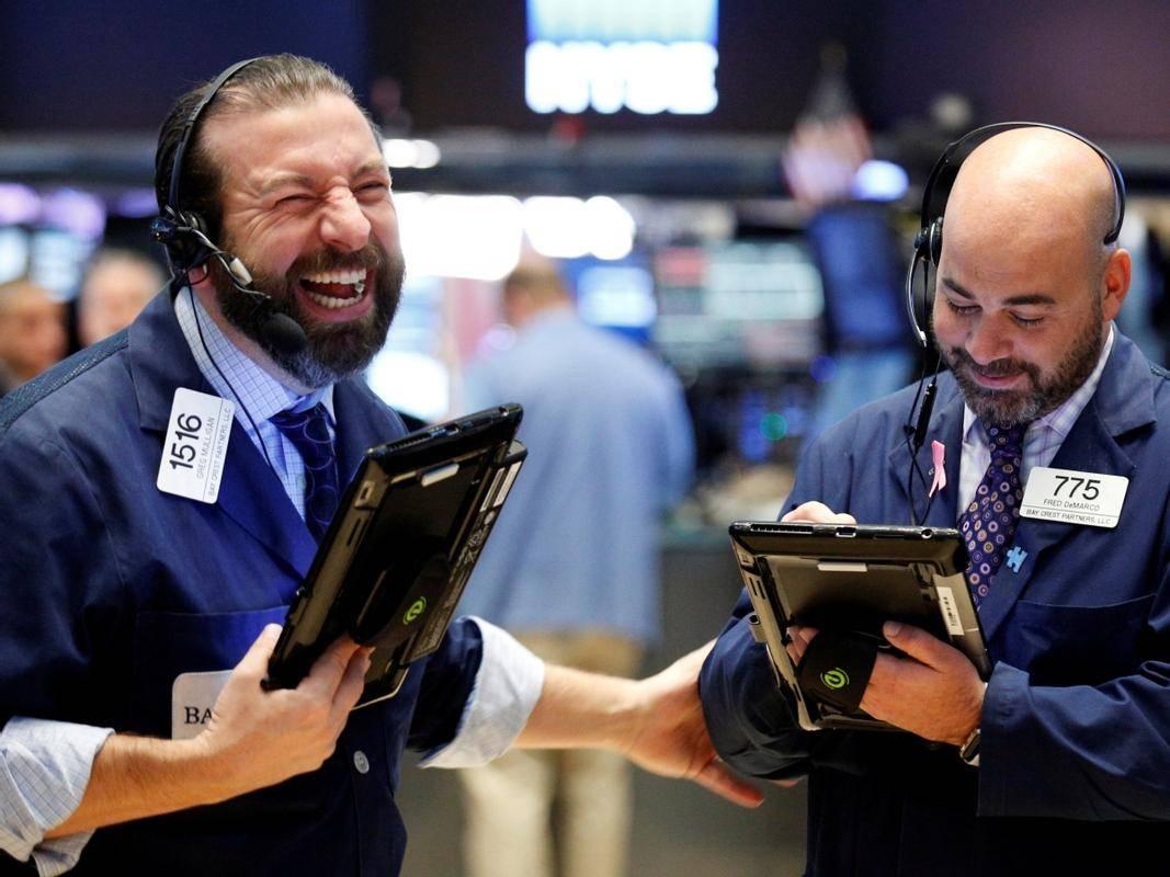 Medtem ko je Dow Jones v zadnjem tednu ostal skoraj nespremenjen, se je širši indeks S&P 500 povzpel za 0,7 odstotka in postavil rekordno vrednost. Tudi tehnološki Nasdaq pridno postavlja rekorde, v zadnjem tednu pa se je zvišal za dva odstotka. Foto: Reuters