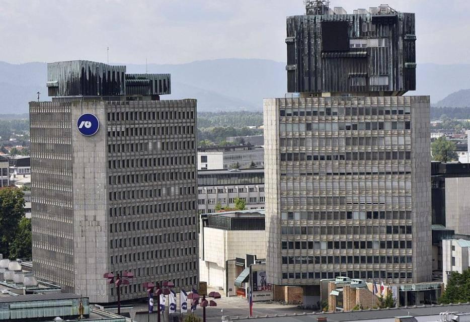 Levo sedež Nove Ljubljanske banke. Foto: BoBo