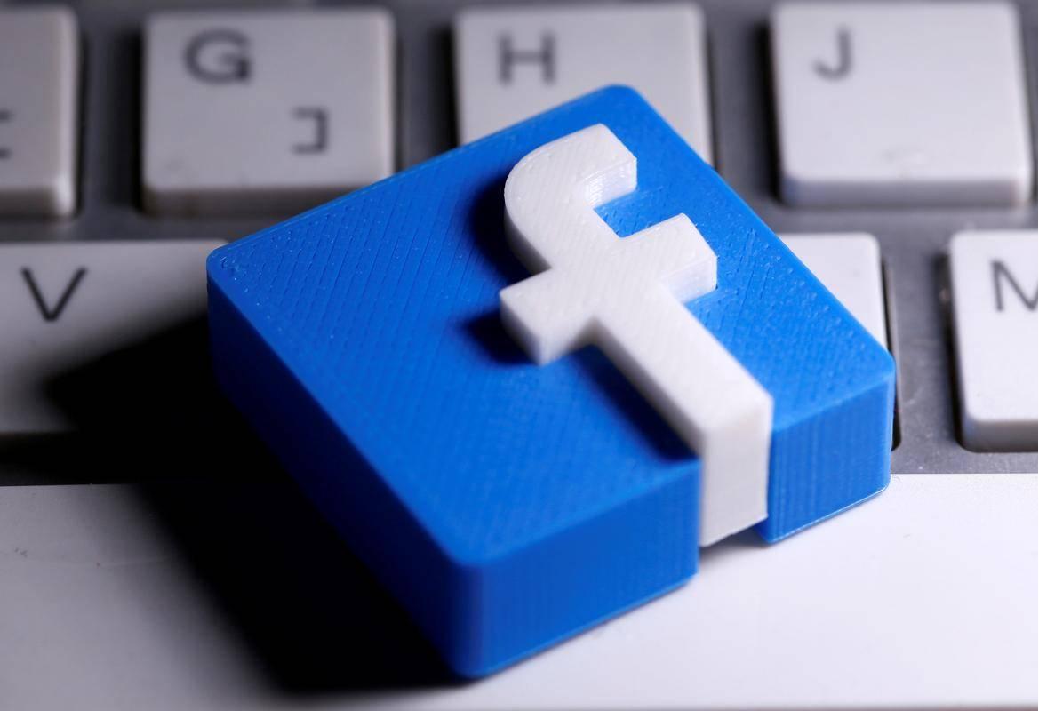 Avstralska vlada želi doseči, da Facebook in Google lokalnim medijem plačujeta za vsebine ali pa bi ju doletele milijonske globe. Foto: Reuters