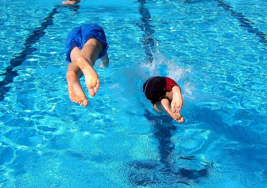 Kopanje v bazenu. (Fotografija je simbolična.) Foto: BoBo