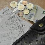 Lani pol zaposlenih prejemalo manj kot 1026 evrov neto