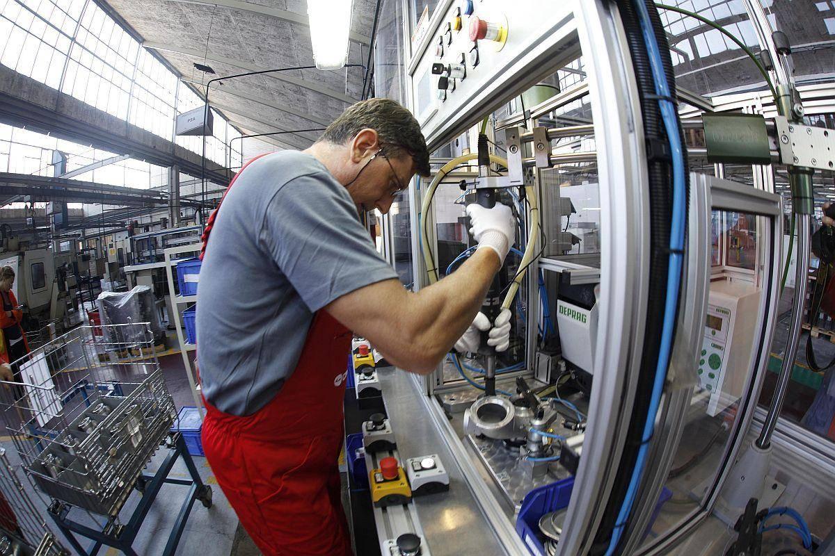 Kakšna bo usoda približno 150 zaposlenih v mariborskem Cimosu? Foto: BoBo
