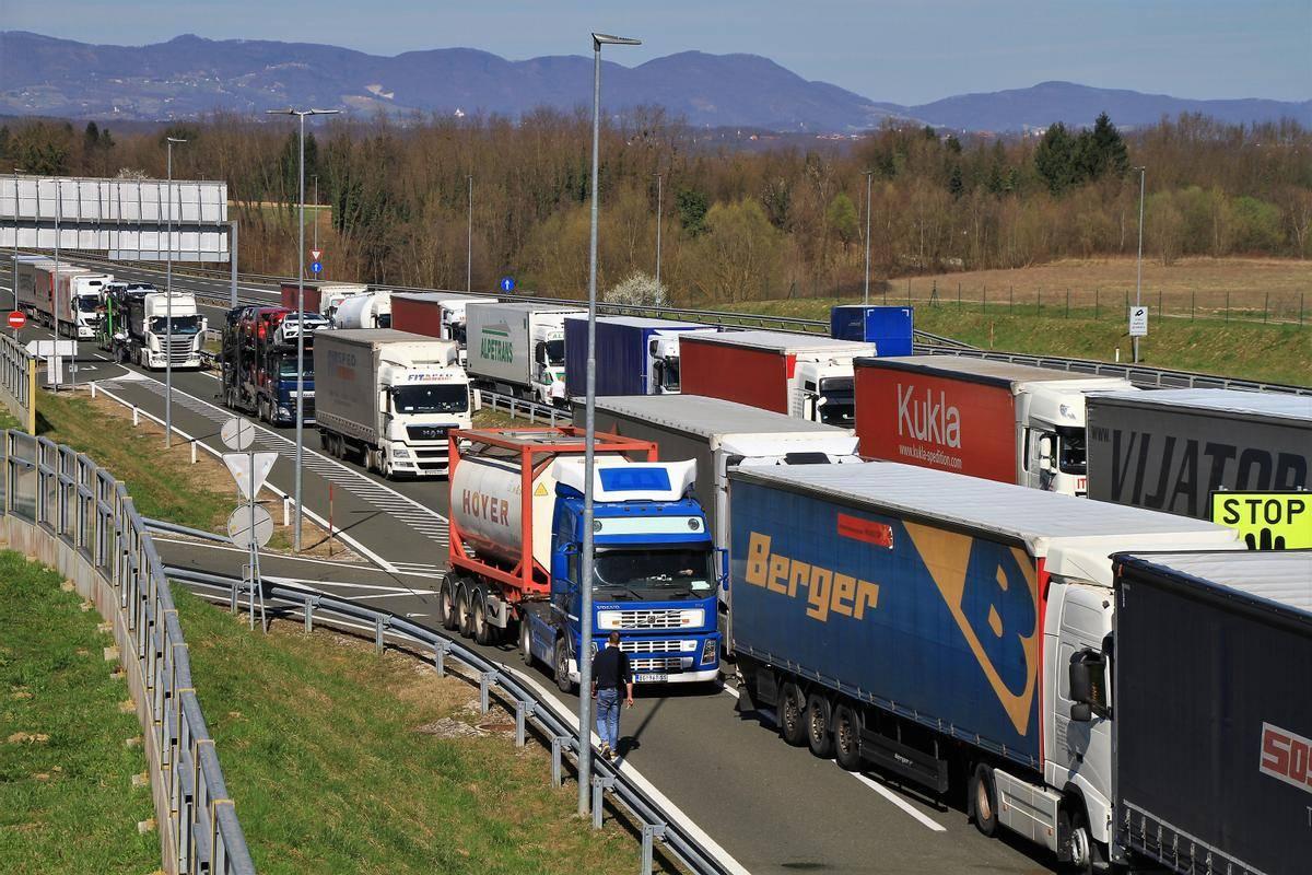 V Sloveniji je približno 22.000 voznikov, večinoma v mednarodnem prometu, med njimi je kar 90 odstotkov tujcev, kar dodatno otežuje uveljavljanje pravic. Foto: BoBo