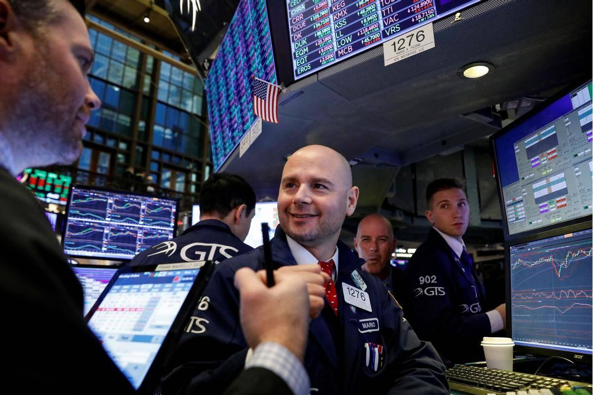 Val navdušenja je preplavil največje borze na svetu, v New Yorku so indeksi pretekli teden vsak dan razen petka, ko se je dogajanje umirilo, pridobili vsaj odstotek. V celotnem tednu je indeks S & P 500 poskočil za več kot sedem odstotkov, kar je najvišja tedenska rast po aprilu. Foto: Reuters