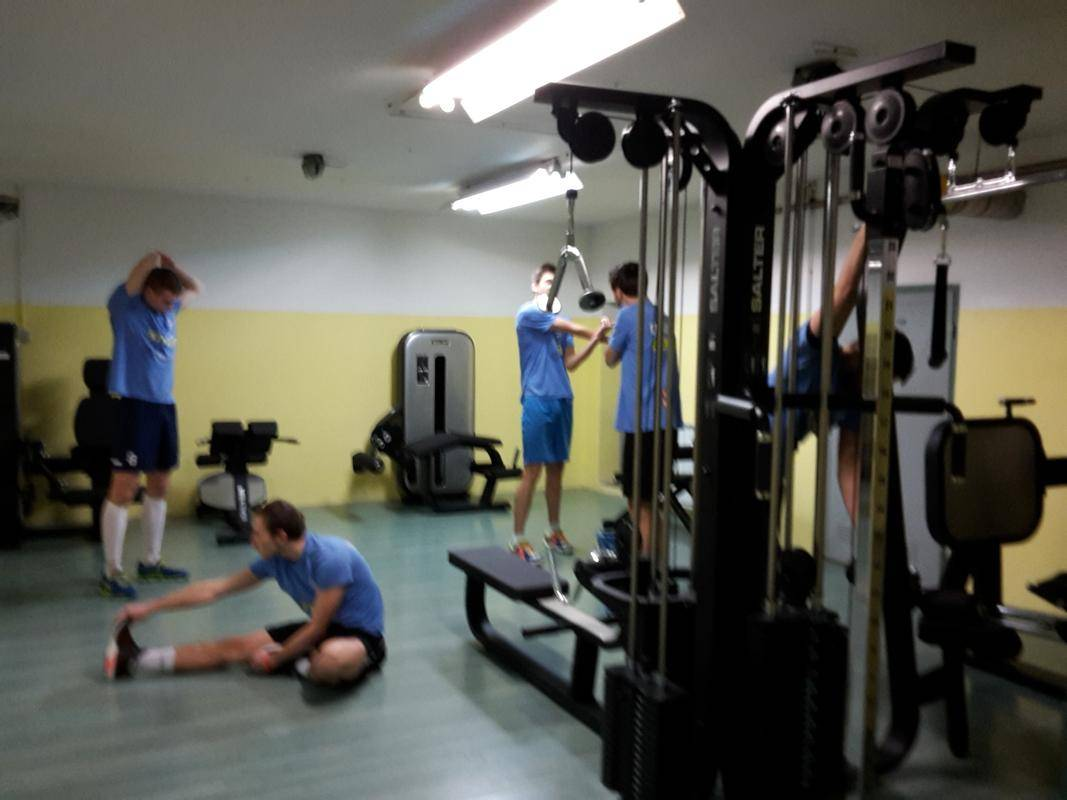 Fitnesi opozarjajo, da dosedanja pomoč države ne bo dovolj za preživetje dejavnosti. Foto: Radio Maribor