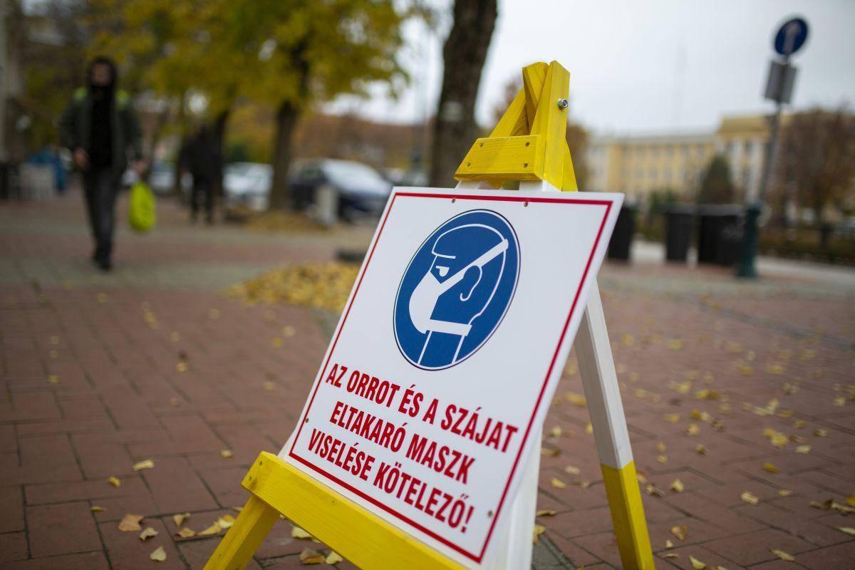 Madžarski parlament je podprl podaljšanje izrednih razmer v državi za 90 dni. Foto: EPA
