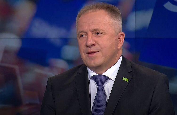 Pristojni minister se je o novih ukrepih za blažitev posledic epidemije že posvetoval s predstavniki gospodarskih organizacij. Foto: TV Slovenija