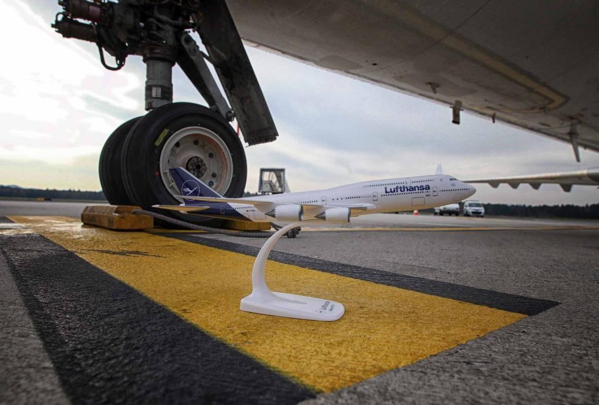 Prijavitelji bodo morali vsaj dva meseca, dvakrat tedensko izvajati redne potniške linije na eno izmed letališč v Sloveniji. Foto: BoBo