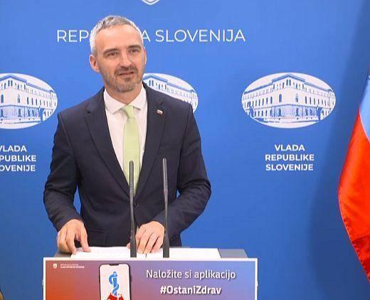 Minister Janez Cigler Kralj na novinarski konferenci vlade. Foto: Zajem zaslona