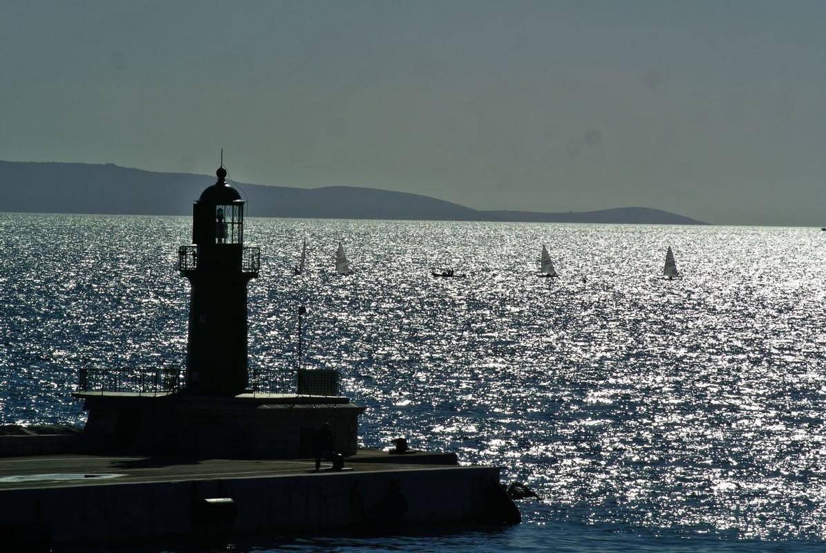 Slovenski ribiči bi po razglasitvi izključne ekonomske cone Hrvaške in Italije ostali brez možnosti lova v odprtem morju, saj tega sploh ne bi bilo več. Foto: BoBo