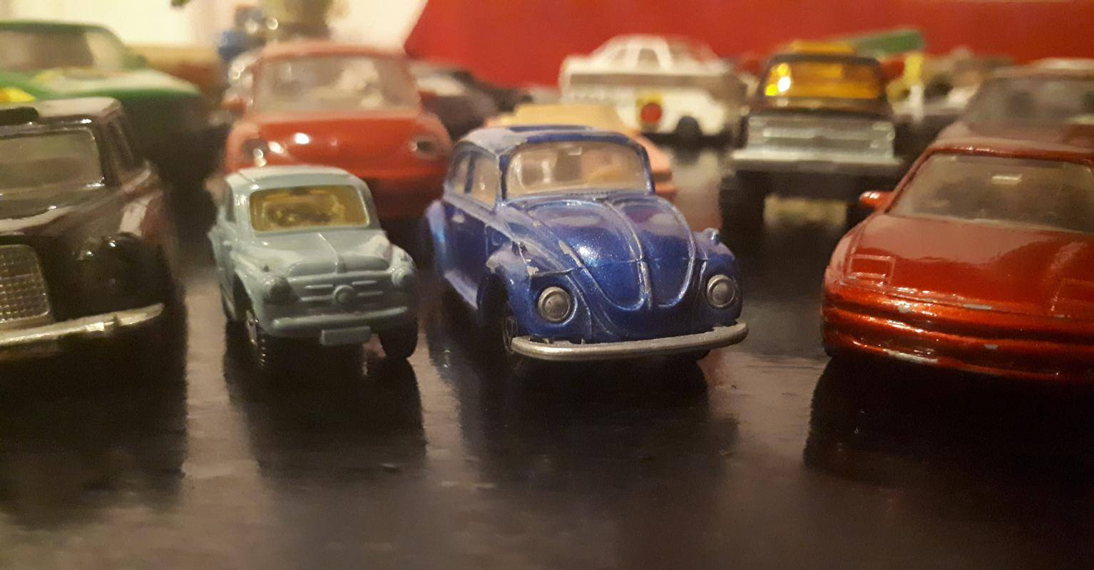 Starejša rabljena vozila so prodajna uspešnica v številnih državah Evrope in ZDA. Fotografija je simbolična. Foto: MMC RTV SLO/Jaša Rajšek