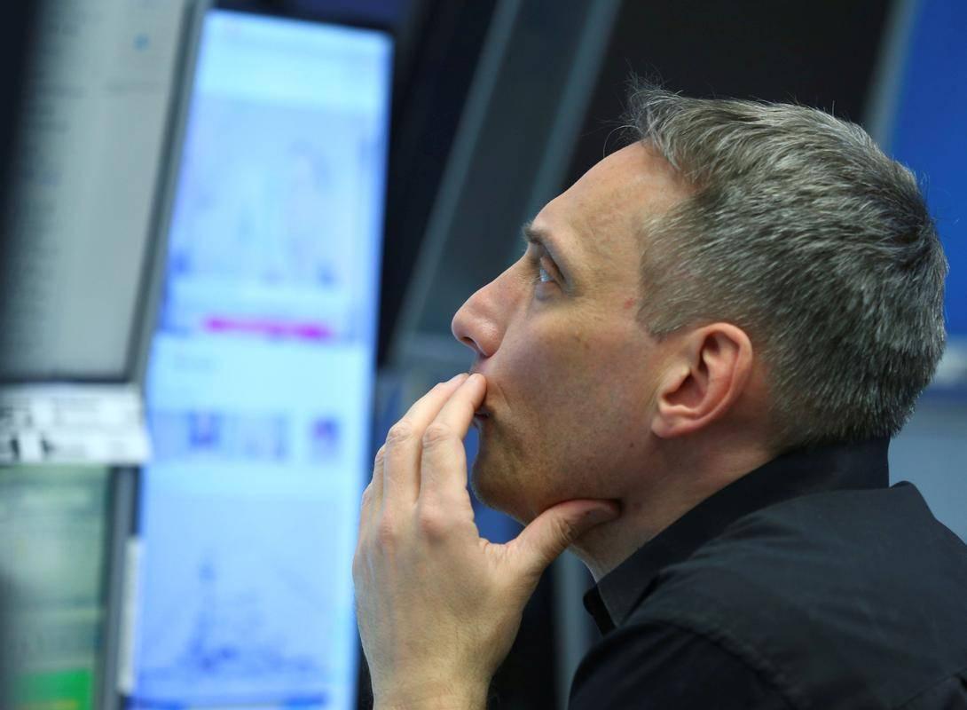 Ob napovedi prejšnjih spodbujevalnih ukrepov je Wall Street krenil močno navzgor, tokrat pa ni bilo navdušujočega odziva, saj je Dow Jones v petek zanihal 300 točk navzdol. V zadnjem tednu so sicer kot razlog, da ni svežih rekordov, navajali tudi vse strožje karantene in rast donosnosti desetletnih ameriških obveznic ter s tem povezan močnejši dolar. Foto: Reuters