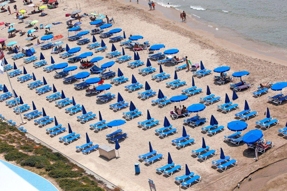 Turizem je lani izgubil 1300 milijard dolarjev (1071 milijard evrov) prihodkov. Foto: EPA