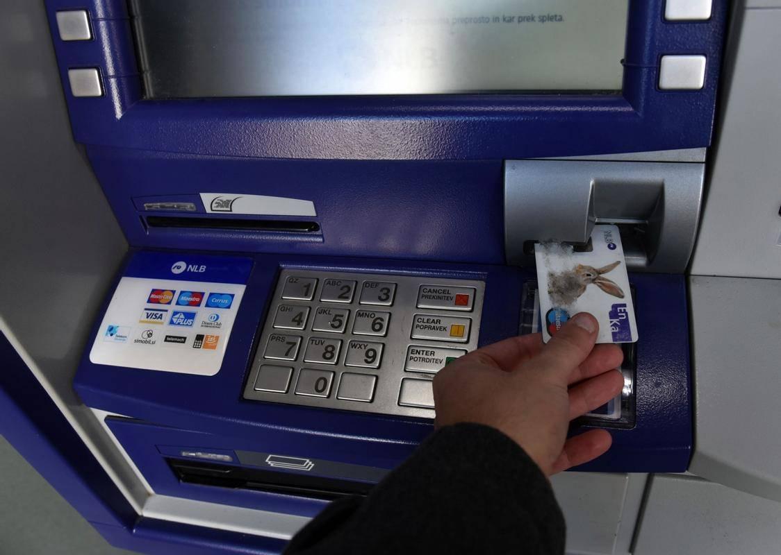 NLB bo z aprilo uvedla plačilo nadomestil za visoka stanja na osebnih računih in paketih, varčevalnih računih, postopnih varčevanjih in depozitih. Stanja na teh računih se bodo seštevala, nadomestilo pa se bo zaračunalo za povprečna mesečna stanja nad 250.000 evrov. Foto: BoBo
