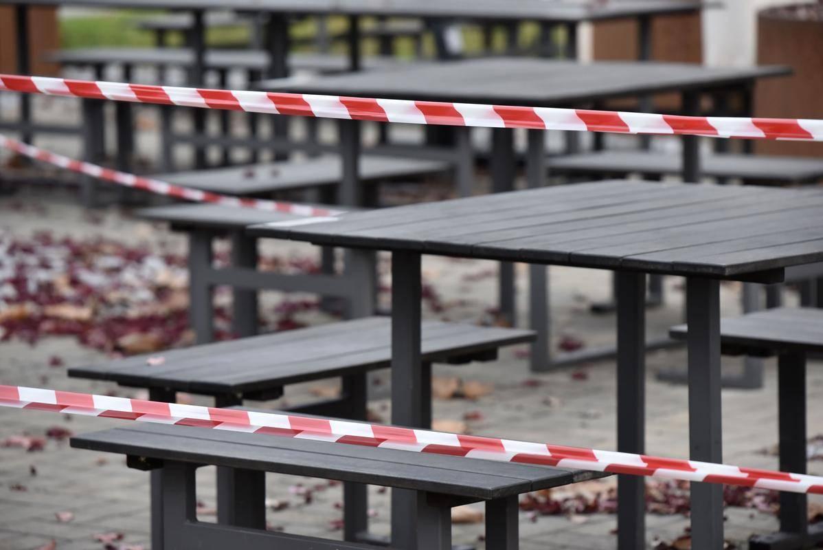 Trgovniska zbornica kliče k pomoči zaradi koronaukrepov zaprtih podjetij. Foto: BoBo