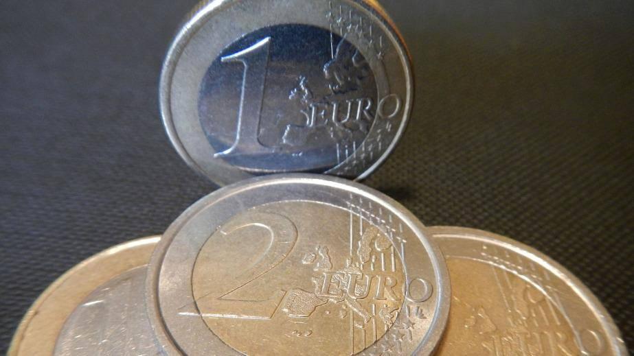 Slovenija se je na mednarodnem trgu zadolžila še za dve milijardi evrov. Foto: BoBo