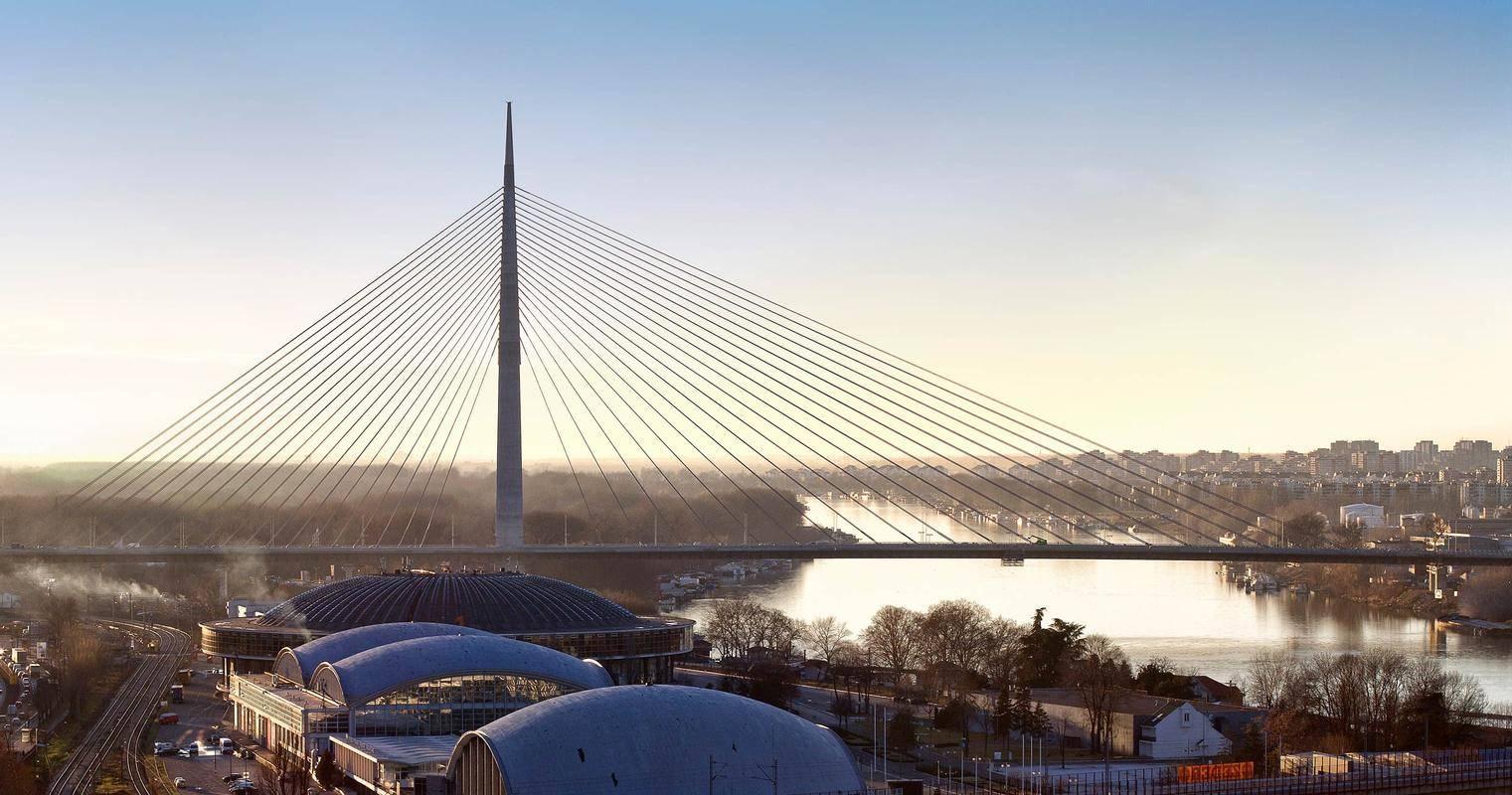 Projektanta impozantnega in večkrat nagrajenega mosta čez Savo v Beogradu – Ada sta gradbeni inženir Viktor Markelj in arhitekt Peter Gabrijelčič. Most je bil dokončan leta 2012, med drugim pa je bil prikazan tudi v dokumentarni seriji Build To Bigger (Discovery Channel). Foto: Predrag Mladenović