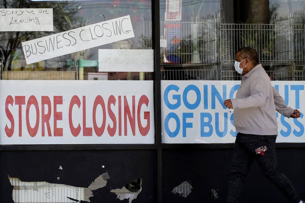 V ZDA zaznavajo štirikrat več prošenj za nadomestilo za brezposelnost na teden kot pred pandemijo. Foto: AP