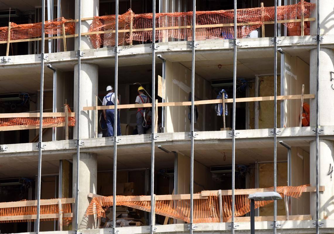 Delodajalci so januarja največ povpraševali po delavcih za preprosta dela v predelovalnih dejavnostih, sestavljalcih električne in elektronske opreme, delavcih za preprosta dela pri visokih gradnjah ter voznikih težkih tovornjakov in vlačilcev. Foto: BoBo