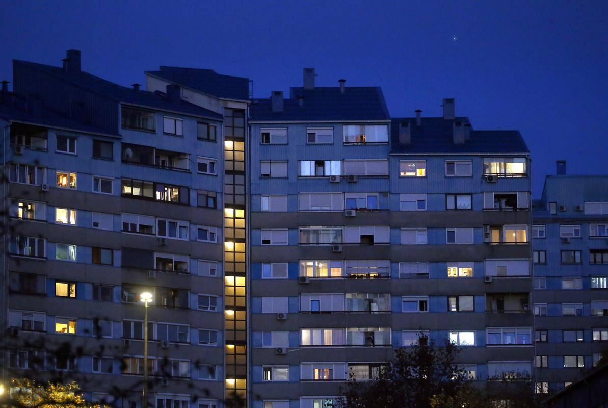V državi primanjkuje okrog 10 tisoč najemnih stanovanj, težava za vlagatelje pa so zlasti visoke cene zemljišč. Foto: BoBo/Borut Živulović