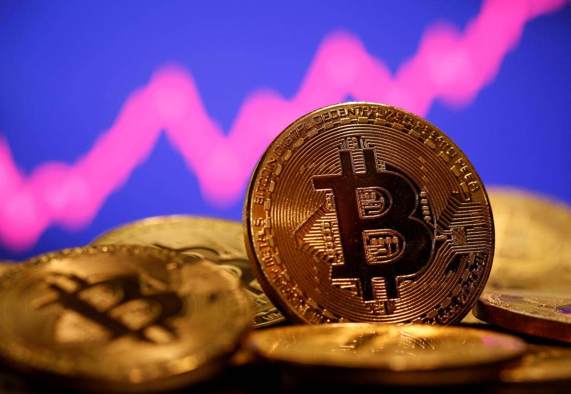 Tesla je del denarnih rezerv pretopila v bitcoin, istočasno pa napovedala, da postaja prvi večji avtomobilski proizvajalec, ki bo za plačilno sredstvo sprejemal bitcoine. Foto: Reuters