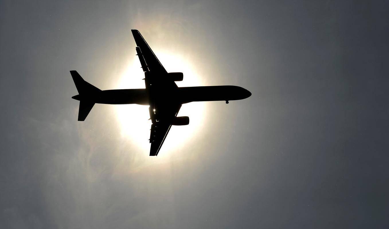 V začetni fazi v letalski družbi predvidevajo zaposlitev od treh do štirih celotnih posadk za prvo letalo, kar skupaj z zemeljsko podporo, ki obsega operativni in komercialni del, pomeni okoli 35 zaposlenih. Foto: Reuters