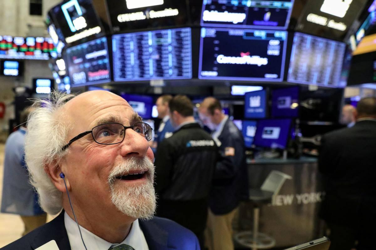 Čeprav je donosnost 10-letne ameriške obveznice (na začetku leta je bila pri 0,92 odstotka) presegla 1,60 odstotka, se je Wall Street v preteklem tednu vsak dan veselil novih rekordov. Energetski sektor je letos s 40-odstotno rastjo za zdaj največji zmagovalec. Foto: Reuters