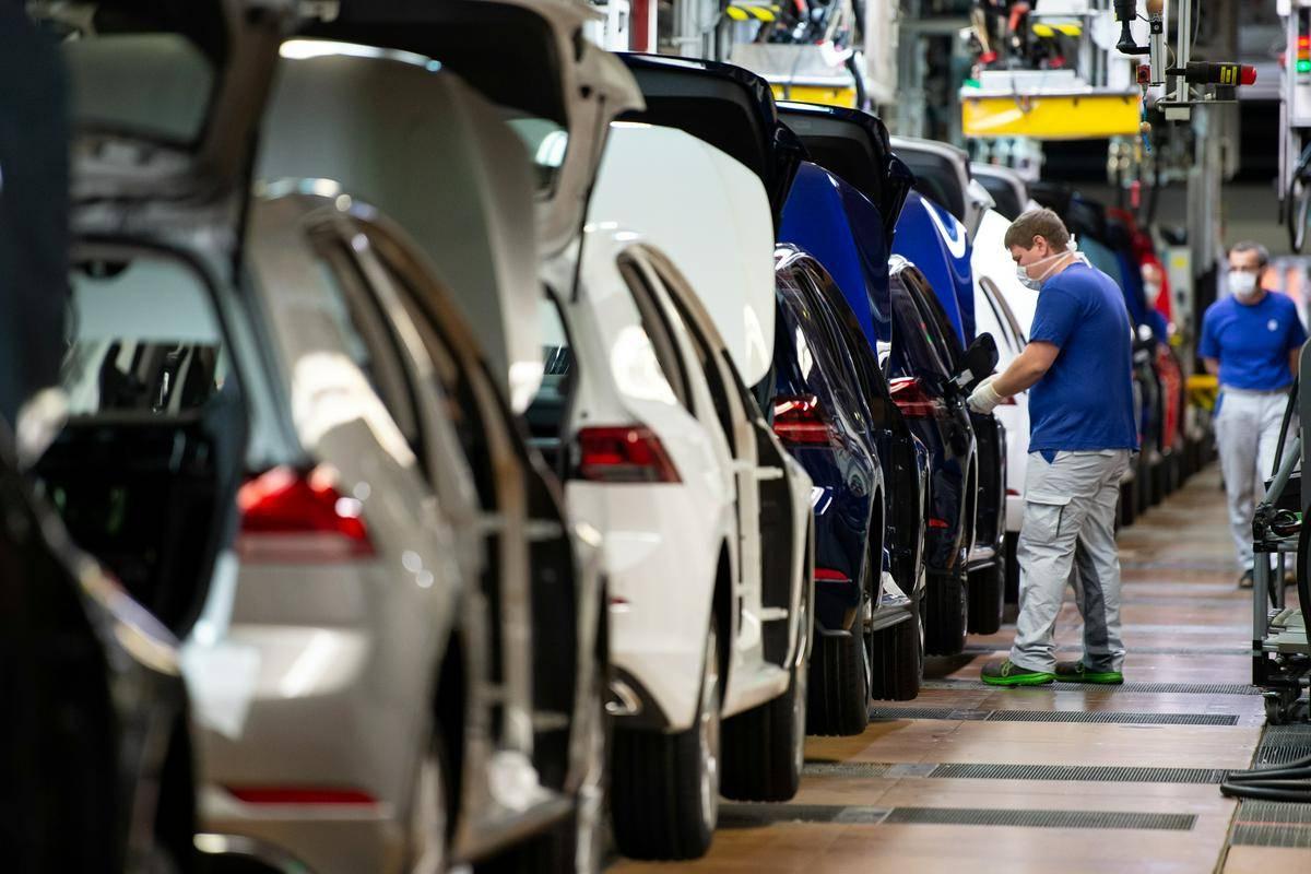 Znamka Volkswagen krepi ambicije na področju električne mobilnosti. Foto: Reuters